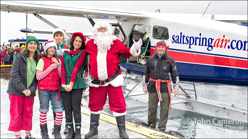 Santa and elves fly into Ganges